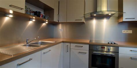 plaque en aluminium pour cuisine choisir le métal adapté pour une crédence de cuisine