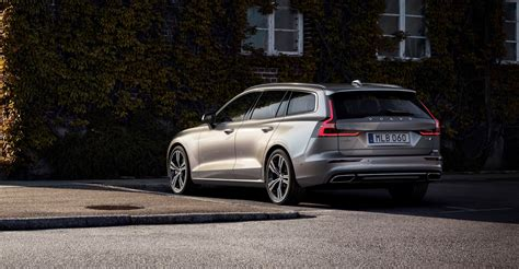 2019 Volvo V60 Debuts With Two Plugin Hybrid Versions