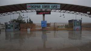 Thousands of Syrians brave cold, rain at Turkish border ...