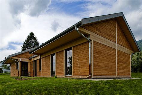 maison en bois de plain pied maison bois toit plat plain pied une maison de plein pied