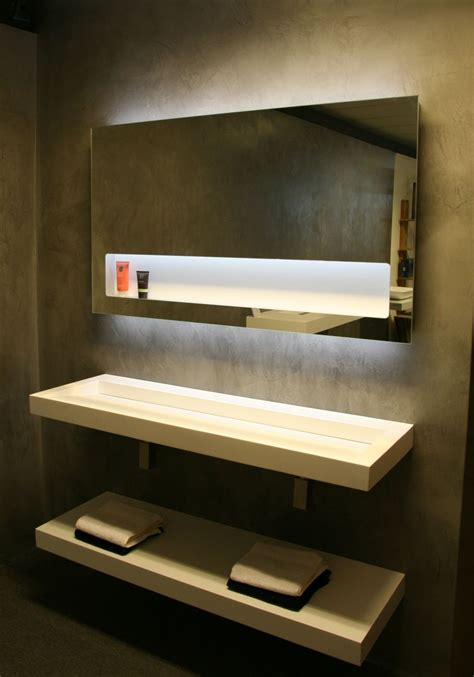 badkamerspiegel 70x80 led badkamer spiegel met ge 239 ntegreerde planchet