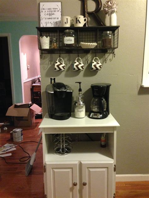 Wooden palettes turned coffee bar. This is a cute way to do a coffee bar in a small space! @Kaitlyn Rembold Kudos!!! (With images ...