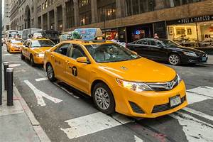 Taxi lenders say NYC inflates medallion prices