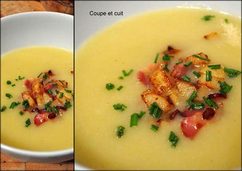 comment cuisiner des poireaux comment rendre un velouté poireaux pommes de terre hyper gourmand coupe et cuit
