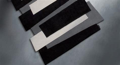 tapis de couloir noir  blanc pebbles par angelo