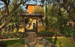 Italian Style Home Courtyard