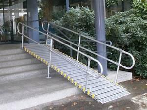 Rampes d'accès handicapés et PMR pour ERP, franchir seuils et trottoirs
