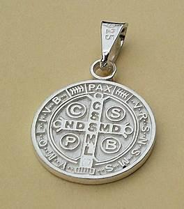 Dije De Cruz Medalla San Benito En Plata Ley 925