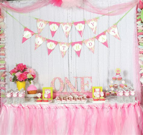 10 1st birthday party ideas for part 2 tinyme a cupcake themed 1st birthday party with paisley and polka