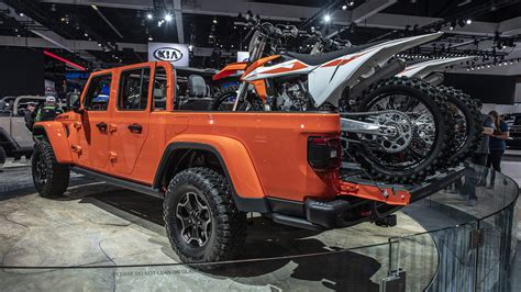 jeep gladiator pickup trucks full specs   revealed autoblog