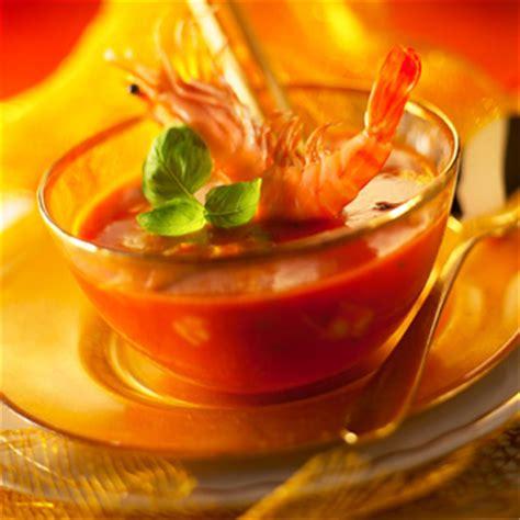 recette cuisine gaspacho espagnol gaspacho de tomates à la truffe et aux gambas une