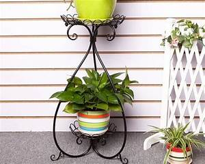 etagere en fer forge pour une deco pleine de caractere With chambre bébé design avec porte pots de fleurs à roulettes