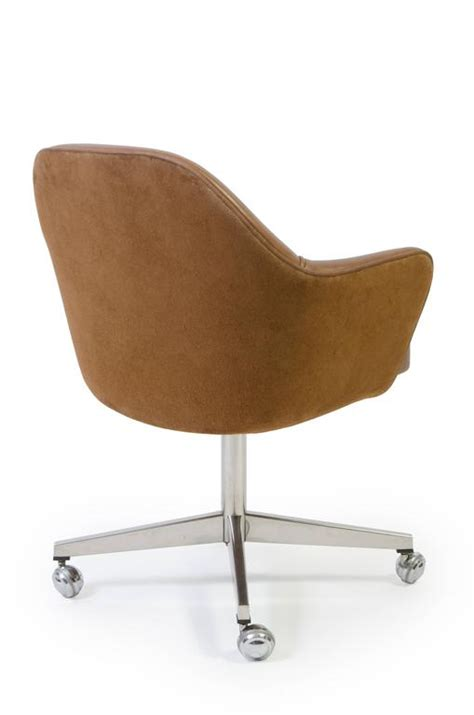 saarinen for knoll executive arm chair in saddle leather