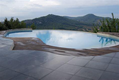 plage de piscine immerg 233 e en galets naturels de rivi 232 re carrelage et salle de bain la seyne var
