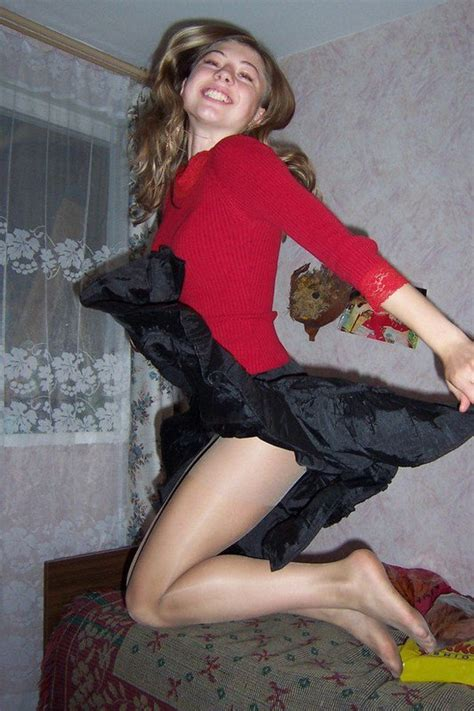 amateur pantyhose on twitter jumping in her pantyhose