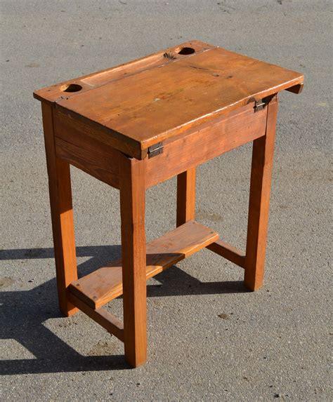 bureau ecolier en bois mobilier vintage pour enfants chaises tables coffres à