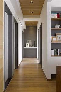 Couloir Gris Et Blanc : couloir gris blanc et bois d co pinterest maison couloir et amenagement maison ~ Melissatoandfro.com Idées de Décoration