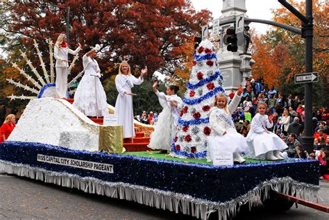 bundle  wral raleigh christmas parade celebrates  year