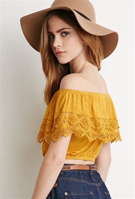 Modern Off Shoulder Tops Wearing Style For Stylish Ladies