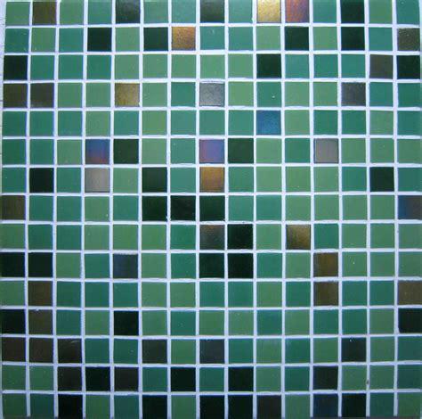 p 226 tes de verre 2x2cm vert et carreaux nacr 233 s carrelage piscine ou mosa 239 que salle de bain