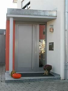 Deko Haustüre Eingangsbereich : haust r holz grau haus deko ideen ~ Whattoseeinmadrid.com Haus und Dekorationen