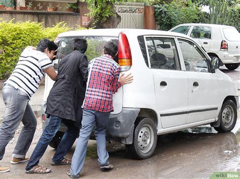 Cómo Empujar Un Vehículo Común Para Que Arranque