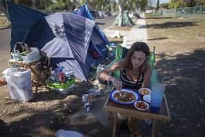 Homeless in Los Angeles brace for El Nino rainstorms ...