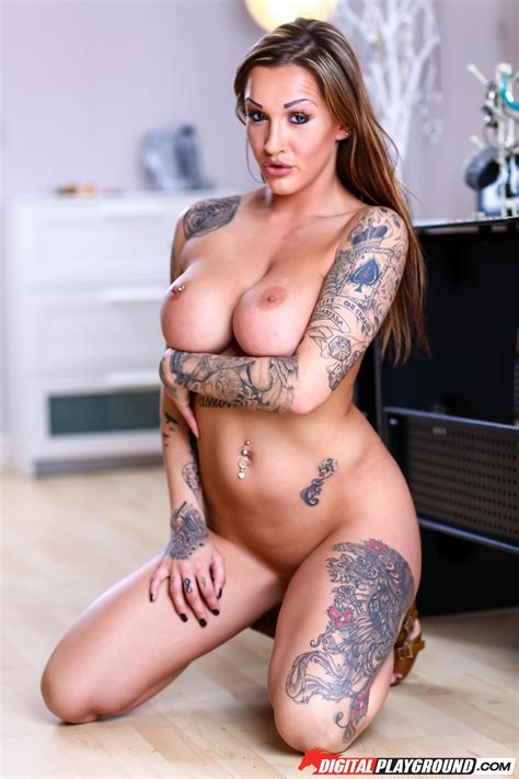 Tattooed Woman Looks Great While Completely Nude Photos