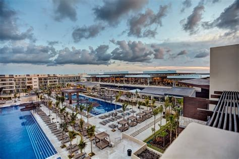Royalton Riviera Cancun Resort Wedding   Modern Destination Weddings