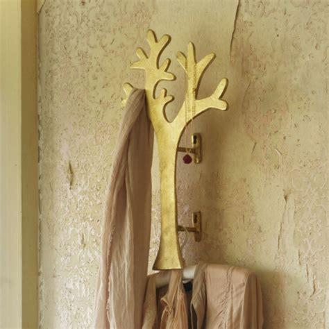 comment fabriquer un porte manteaux en palette comment fabriquer un porte manteau mural