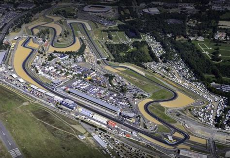 The circuit uses a part of the larger circuit and a… the circuit also hosts the 24 hours of le mans motorcycle race, and a round of the motogp championship. Circuit Bugatti Le Mans 3D Race Track Art - Race Shift
