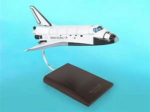 NASA - Space Shuttle Discovery - 1/100 Scale Mahogany Model