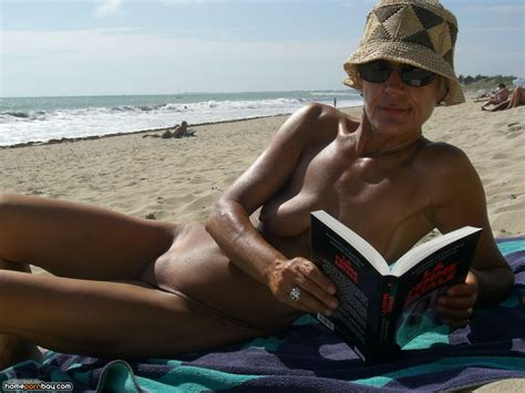 Granny nude at the beach - Mobile Homemade Porn Sharing