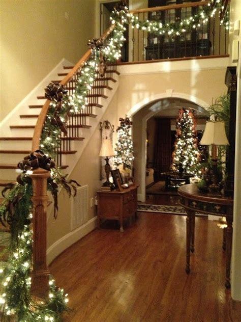 welcoming  cozy christmas entryway decor ideas