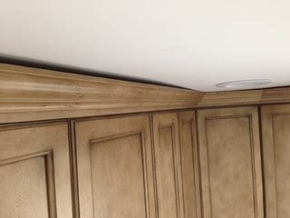 how to cut crown moulding for kitchen cabinets how to fix gap between ceiling and kitchen crown molding 9723