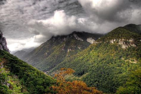 Romania tara saraca biserici