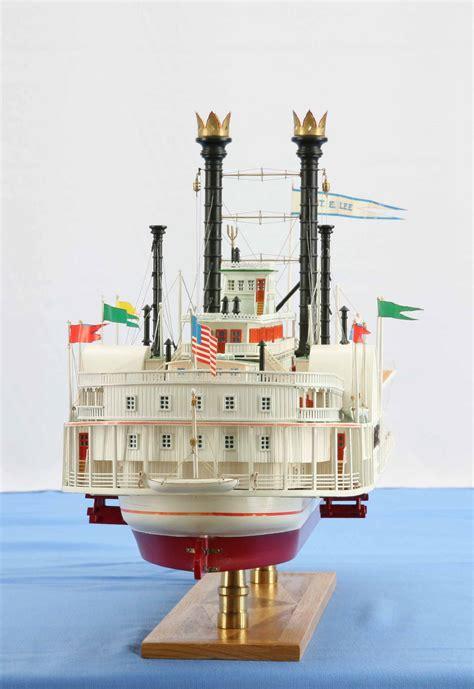 ship model mississippi steamboat robert  lee