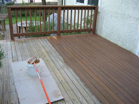 easy guide  staining  deck accurate home