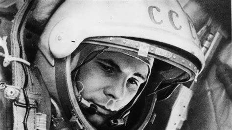 full hd wallpaper yuri gagarin astronaut black  white