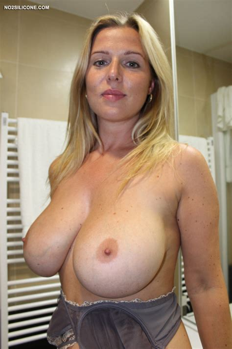 Blonde Young Mom Shows Her Large Natural Boobs 13181