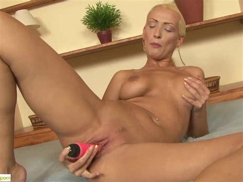 Leggy Cougar Carol Jams Pussy With Dildo Free Porn