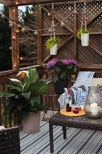 Backyard Patio Hangout