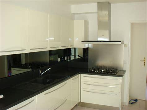 cuisine équipée blanc laqué cuisine blanc laque et gris solutions pour la décoration