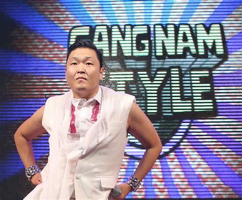 Gangnam Style Psy 17logo (8037750783).jpg