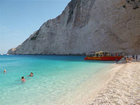 turisti per caso zante foto spiaggia relitto zante viaggi vacanze e