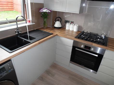 modern handleless kitchen in darnley