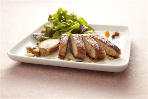 cuisine filet de poulet recette de filet de poulet r 244 ti en robe croustillante de
