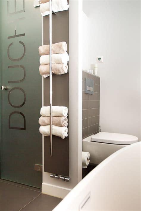 papieren handdoeken toilet designradiator gezinsbadkamer