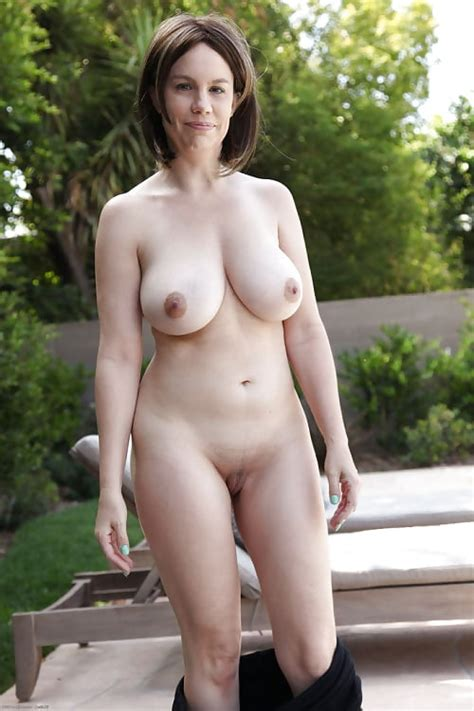 Sexy Busty Mature Milfs Naked Outdoors Pics Xhamster