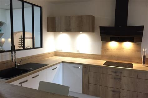 socooc cuisine photo cuisine blanche cuisine blanche 2 cuisine blanche avec panneaux imitation bois cuisine